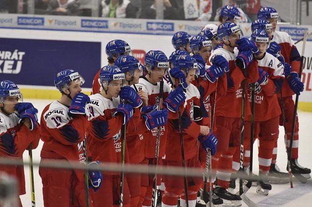 Čeští hokejisté po skončení čtvrtfinále.