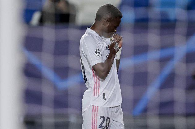 Fotbalista Realu Madrid Vinicius Junior po vstřelené brance proti Liverpoolu v úvodním čtvrtfinále Ligy mistrů.