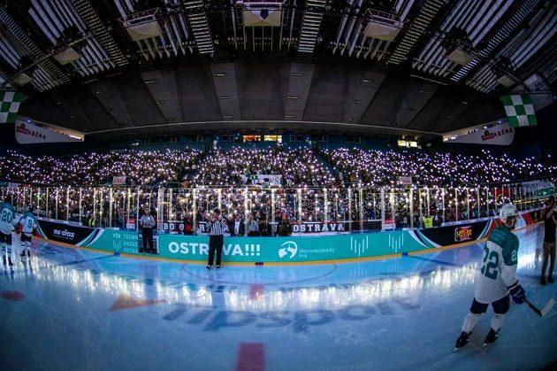 Na zápas dorazilo 8250 fanoušků.