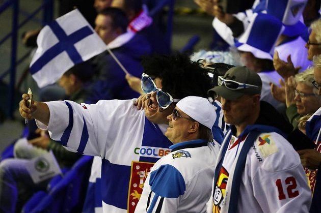 Hokejoví fanoušci Finska v košické hale během utkání mistrovství světa.