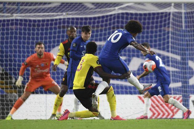 Fotbalista Chelsea Willian (10) zahodil velkou šanci během utkání Premier League.