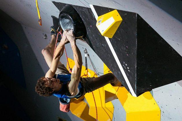 Adam Ondra zdolává další obtížný úsek