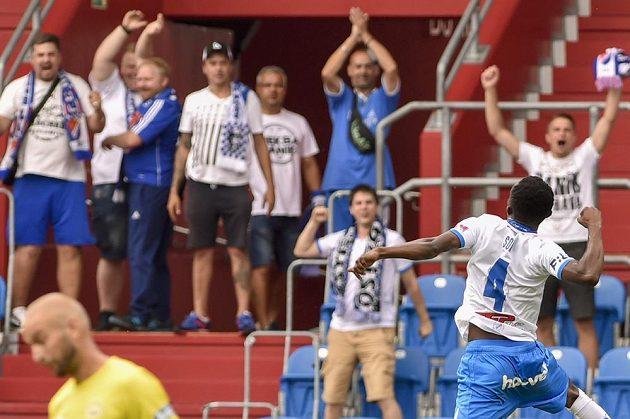 Záložník Baníku Ostrava Yira Collins Sor se raduje z gólu.
