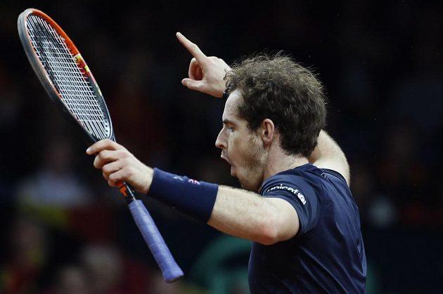 Britský tenista Andy Murray se raduje z vítězství nad Belgičanem Rubenem Bemelmansem ve finále Davisova poháru.