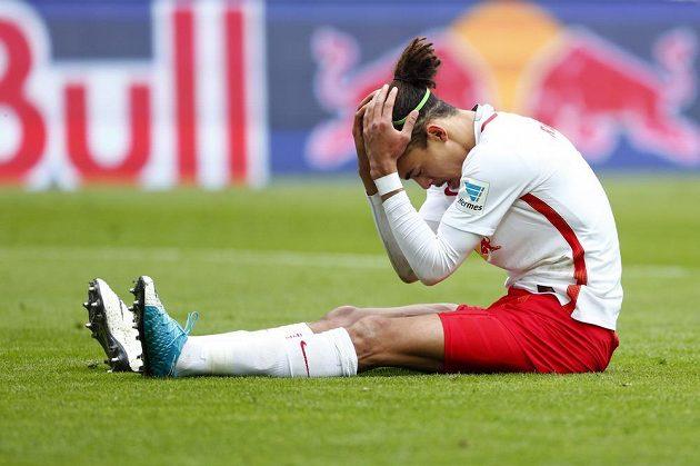 Zklamaný fotbalista RB Lipsko Yussuf Poulsen v utkání s Ingolstadtem.