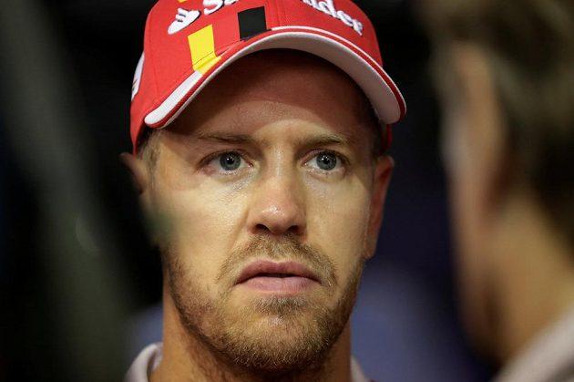 Sebastian Vettel skončil v Singapuru po pár metrech, tedy žádné body.