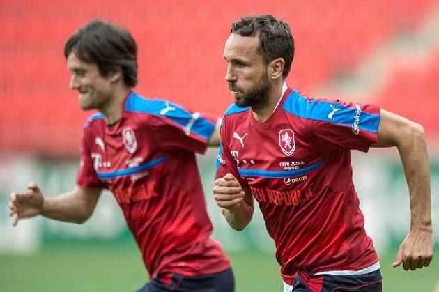 Tomáš Sivok (vpravo) a Tomáš Rosický na tréninku národního týmu.