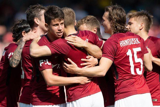 Fotbalisté Sparty (zleva) Adam Hložek, Eldar Čivič a Matěj Hanousek oslavují gól na 2:0 během utkání s Jabloncem.