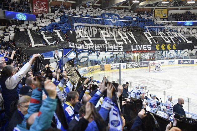 Choreo brněnských fanoušků během utkání play off se Spartou.
