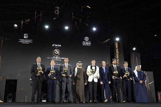 Robert Lewandowski má cenu Globe pro hráče roku, Cristiano Ronaldo za století