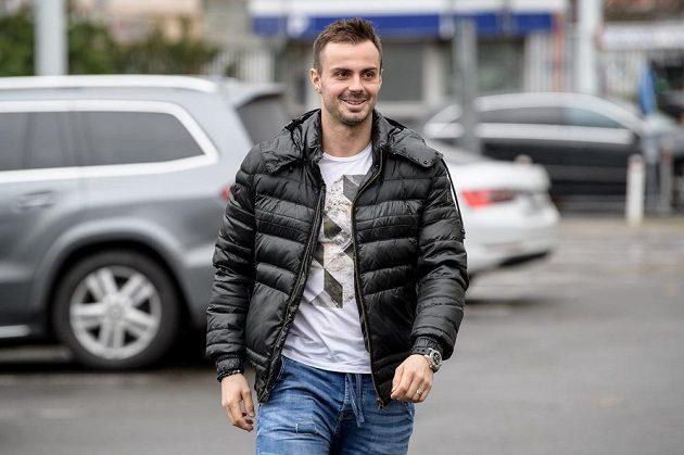 Michal Řepík přichází na sraz hokejové reprezentace.