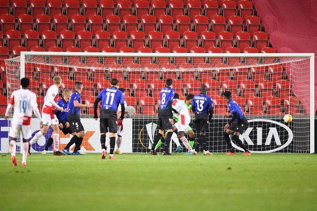 Abdallah Sima ze Slavie Praha a jeho gólová hlavička na 2:1 b