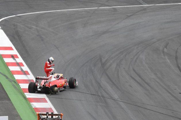 Němec Sebastian Vettel Velkou cenu Rakouska nedokončil.