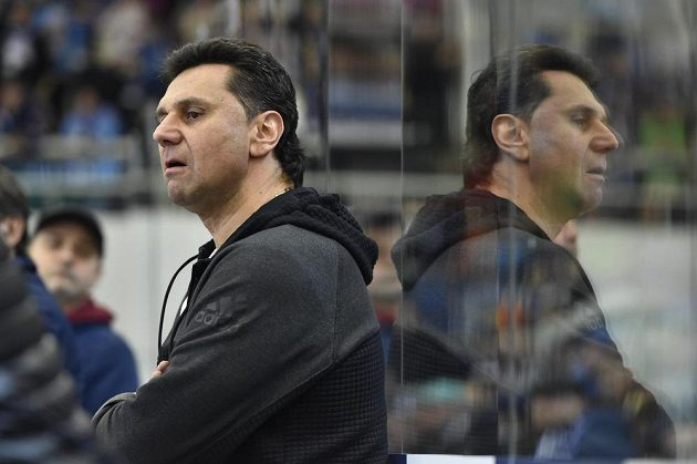 Trenér Chomutova Vladimír Růžička během čtvrtého utkání předkola play off v Brně.