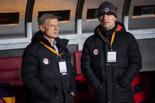 Trenér Sparty Zdeněk Ščasný (vlevo) a zraněný David Lafata před utkáním s Krasnodarem.