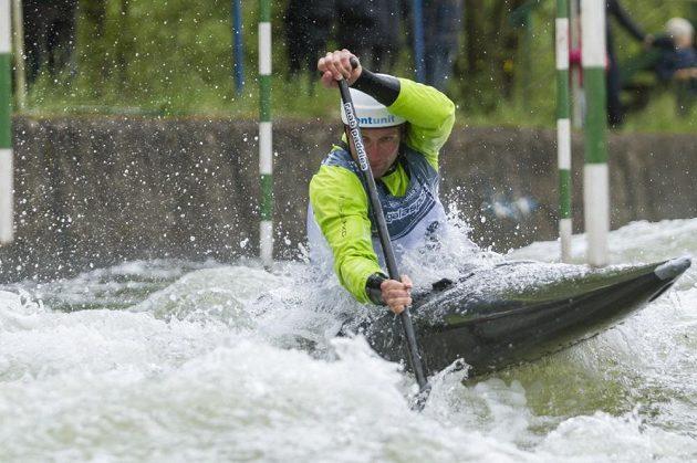 Vodní slalomář Jan Mašek při nominačním závodu na Trnávce.
