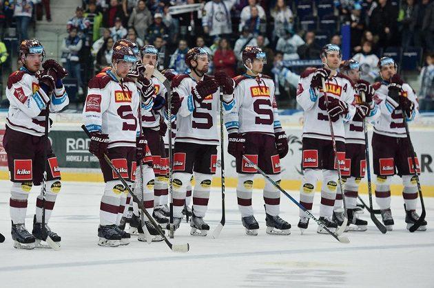 Hokejisté Sparty po prohraném utkání v Liberci.