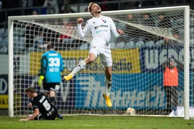 Fotbalista Baníku Ostrava Nemanja Kuzmanovič se raduje z gólu v Českých Budějovicích.