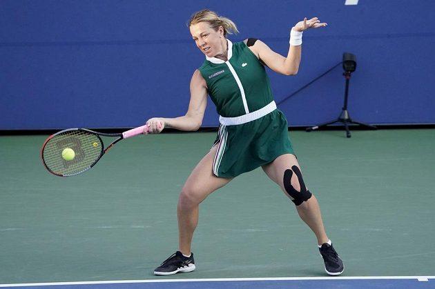 Ruská tenistka Anastasia Pavljučenkovová v boji o postup do čtvrtfinále US Open proti Karolíně Plíškové.