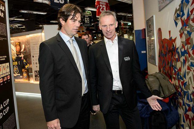 Robert Lang a Dominik Hašek z olympijského hokejového týmu z Nagana během setkání v Praze.