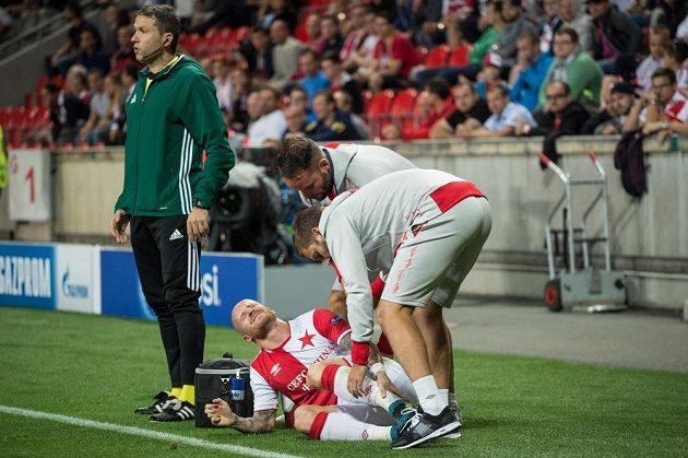 Zraněný Miroslav Stoch ze Slavie v odvetě play off Ligy mistrů proti APOELu.