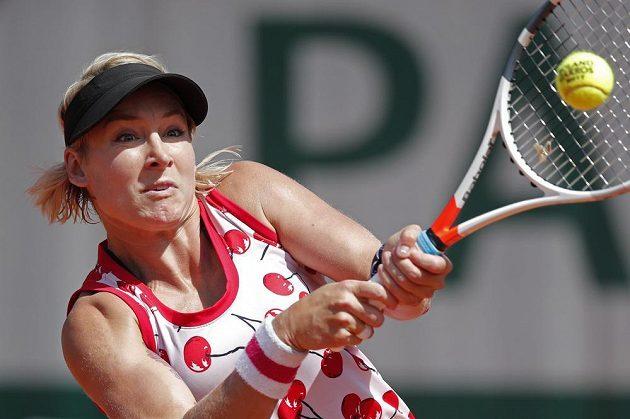 Bethanie Matteková-Sandsová v duelu s Petrou Kvitovou.