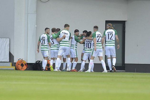 Fotbalisté The New Saints se radují z první branky odvetného utkání 3. předkola fotbalové Evropské konferenční ligy proti Plzni.