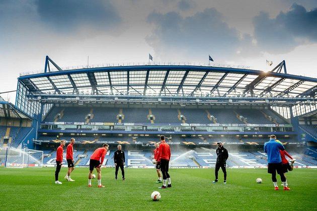 Fotbalisté Slavie při středečním tréninku na stadionu Chelsea.