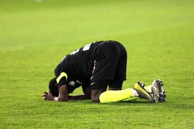 Oscar Murphy Dorley z Liberce po skončení čtvrtfinále fotbalového MOL Cupu.