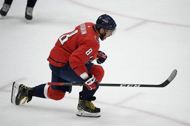 Kapitán Washingtonu Capitals Alex Ovečkin slaví gól v utkání NHL.
