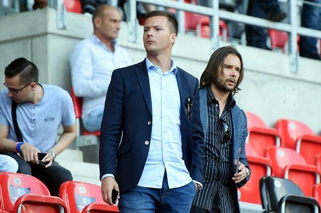Utkání z tribuny sledovali také bývalí reprezentanti Marek Jankulovski (vpravo) a Václav Svěrkoš.