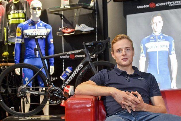 Cyklista Petr Vakoč oznamuje termín návratu do závodního pelotonu.