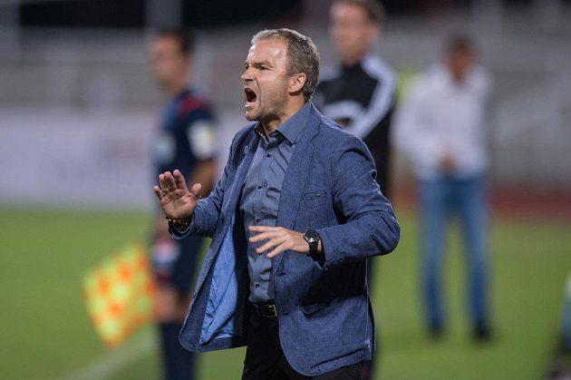 Trenér Baníku Ostrava Radomír Korytář během zápasu na Dukle.