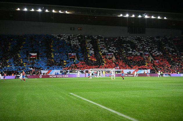 Čeští fanoušci v edenu během kvalifikačního duelu s Anglií.