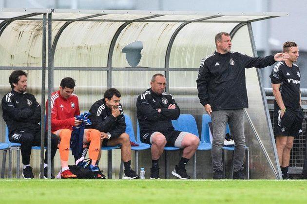Zleva Tomáš Rosický, Florin Nita, Luboš Loučka, Zdeněk Bečka a trenér Pavel Vrba na lavičce Sparty.
