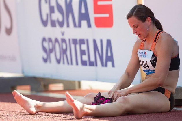 Lucie Škrobáková po skončení závodu na 100 m překážek.
