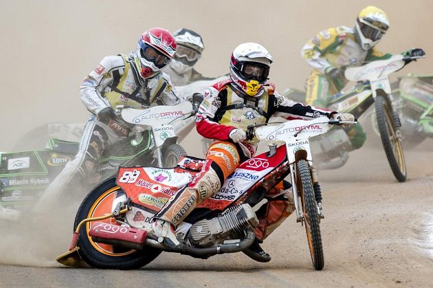 Zlatá přilba, mezinárodní závod na ploché dráze v Pardubicích. Vítězem závodu se stal ruský jezdec Emil Sajfutdinov (vpředu).