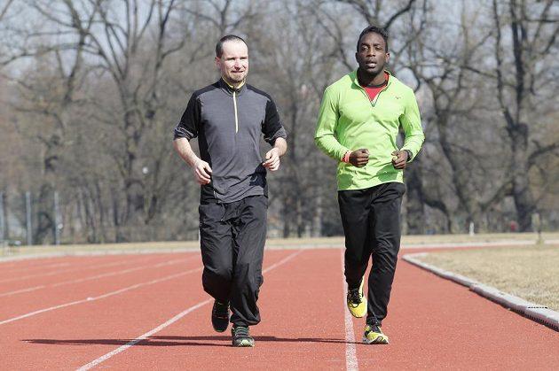 Bledá tvář pod vedením zkušeného sprintera.