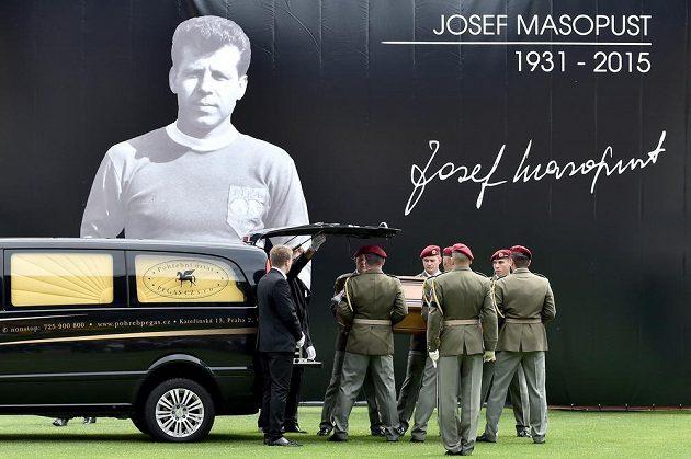 Poslední rozloučení s legendárním fotbalistou Josefem Masopustem v Praze na Julisce.