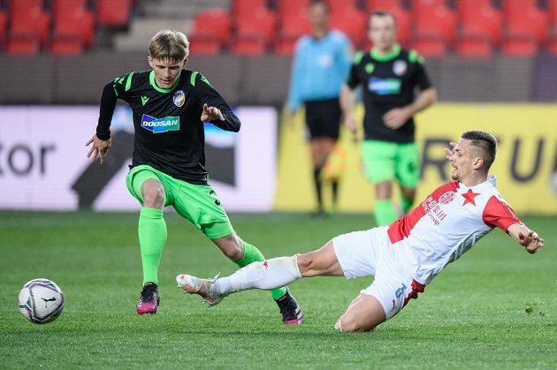 Pavel Šulc z Viktorie Plzeň a Tomáš Holeš ze Slavie Praha během utkání 30. kola Fortuna ligy.