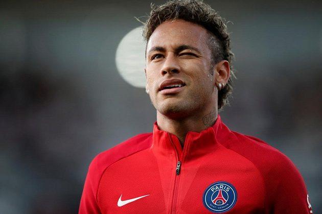 Neymar před premiérou v dresu Paris St Germain.