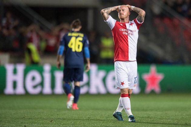 Miroslav Stoch a jeho zklamání po remíze 0:0 v odvetném utkání play off Ligy mistrů s FC Apoel FC v Eden Areně v Praze.