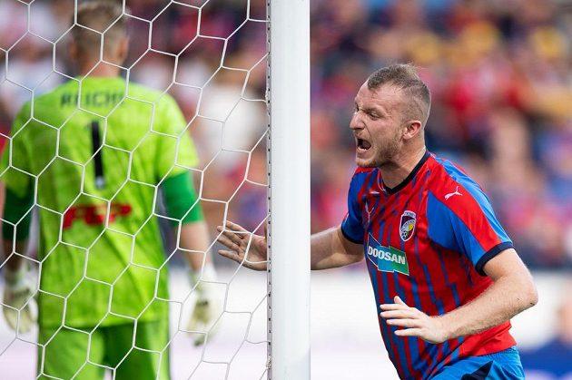 Michael Krmenčík z Plzně během utkání s Olomoucí po jedné ze zahozených šancí.
