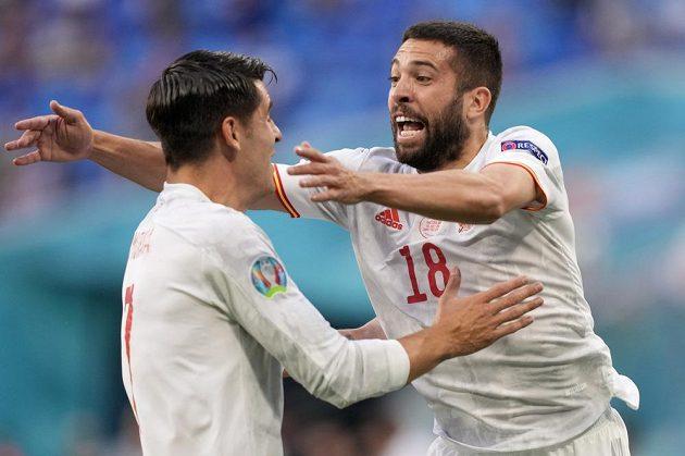 Gólová oslave ve čtvrtfinále EURO v podání španělských fotbalistů Jordiho Alby a Alvara Moraty.