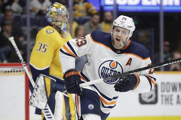 Německý útočník Edmontonu Oilers Leon Draisaitl (29) slaví gól během utkání NHL.
