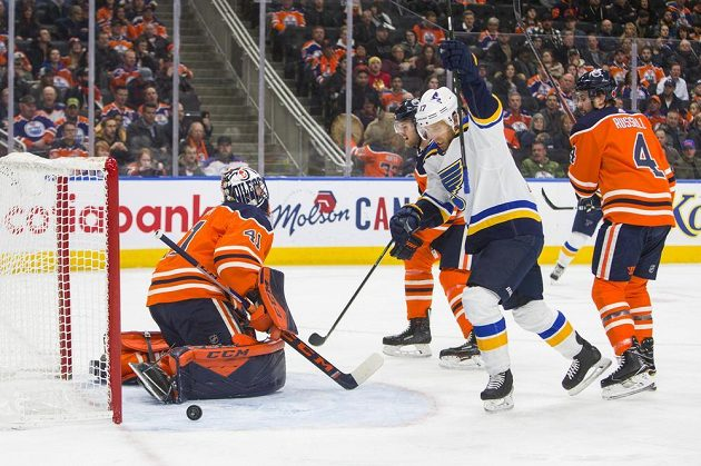 Jaden Schwartz ze St.Louis slaví gól v síti Edmontonu
