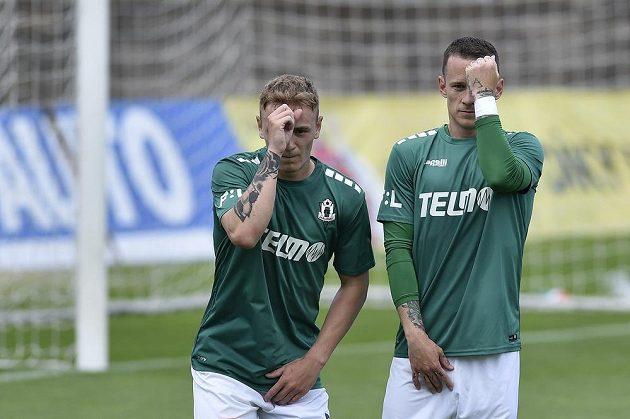 Jablonečtí fotbalisté Jan Matoušek (vlevo) a Jan Sýkora během derby s Libercem.