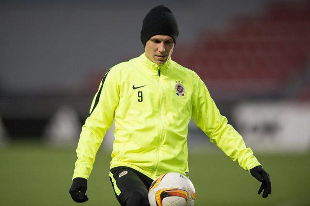Záložník Sparty Bořek Dočkal během tréninku před utkáním Evropské ligy s Krasnodarem.