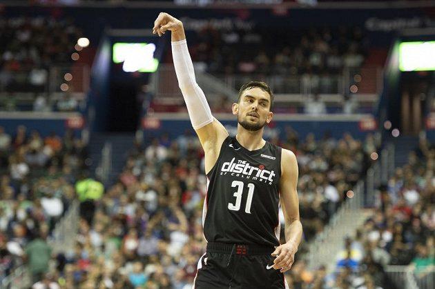 Český basktebalista Tomáš Satoranský se v NBA blýskl v utkání s Bostonem Celtics 19 body. K výhře to jeho Washingtonu nestačilo.