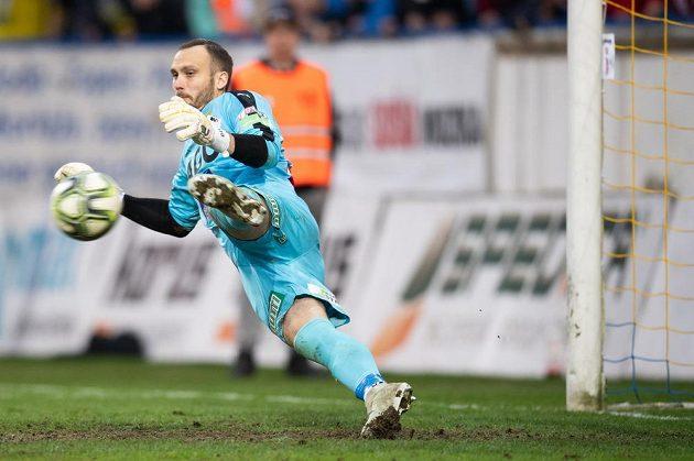 Brankář Teplic Jakub Diviš během penaltového rozstřelu v utkání čtvrtfinále Mol Cupu.